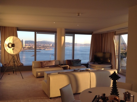 W Barcelona - Livingroom Spectacular corner suite