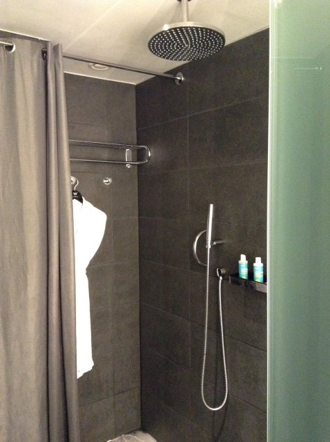 W Barcelona - Spetacular suite shower