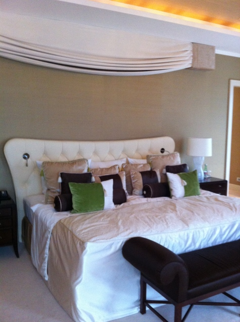 Kempinski River Park- suite bed