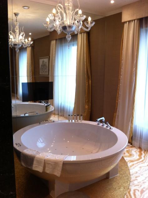 Kempinski River Park- suite bathroom